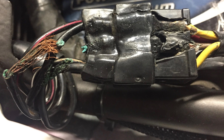 Damage to connector between regulator rectifier and stator, caused by faulty motorcycle charging system