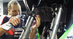 Ozzy replacing the forks in Oz-racing's workshop